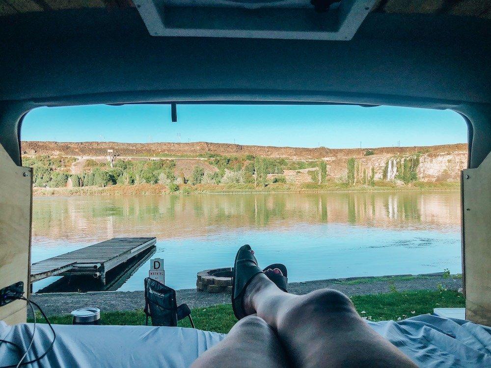 1000 springs camping